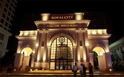 Bán căn hộ và gian hàng cho thuê giá cao tại Royal City nhờ xúc tiến hoạt động tiếp thị sản phẩm qua cả online và offlice media.