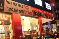 Kéo khách bằng chiêu khuyến mại xăng ở Sài Gòn